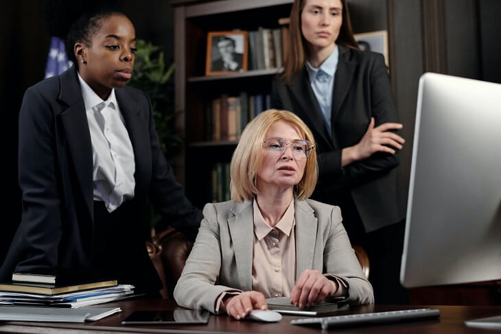 Important factors of becoming a lawyer