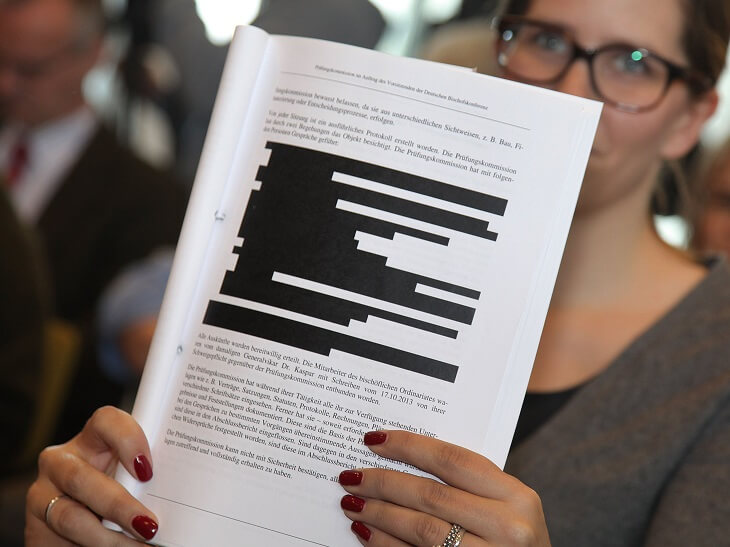 Removing court documents