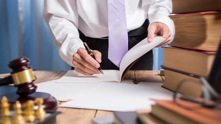 An arbitration agreement signing - Pros