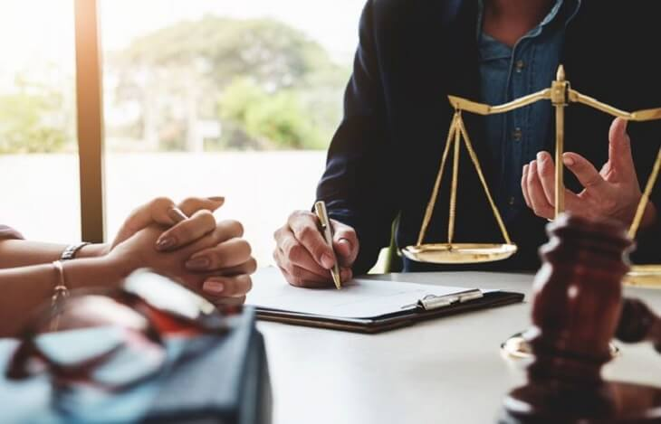 What does an arbitration agreement contain
