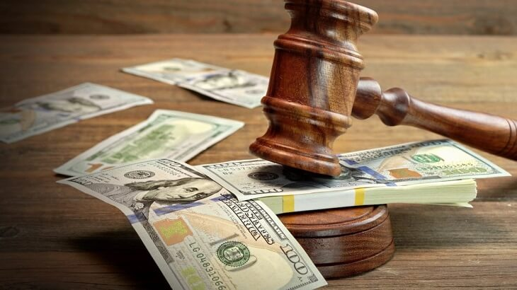 What are the average annual earnings of a lawyer