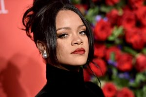 Rihanna drops lawsuit against her father mere 2 weeks before trial